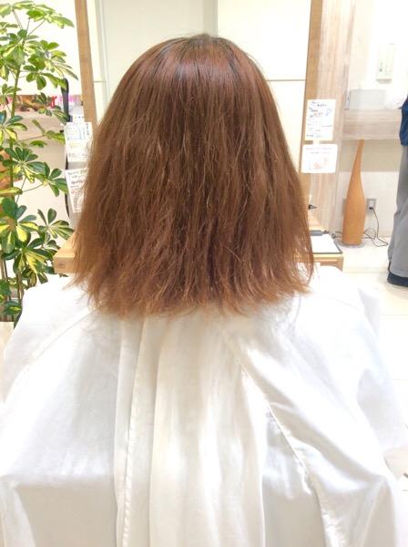 ブリーチ毛にパーマ、縮毛矯正をしたビビリ毛