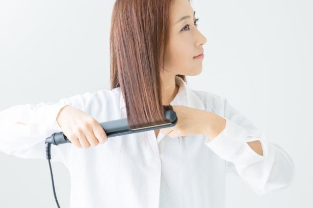 ストレートアイロンで髪を伸ばす