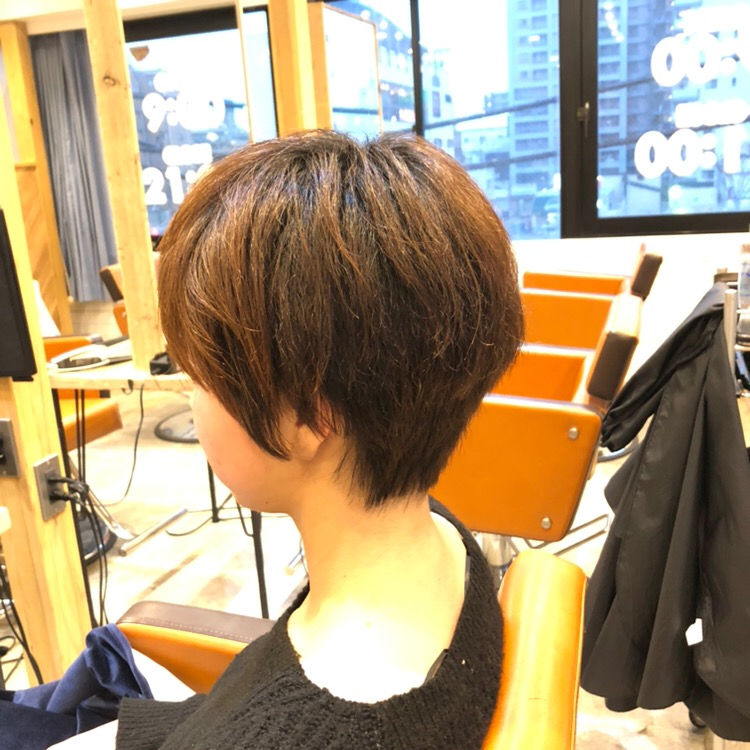 くせ毛のショートカット後レフト