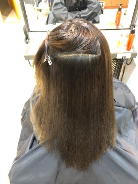縮毛でチリチリ、パサパサ、広がりやすい髪に縮毛矯正で修繕